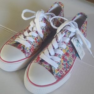 Sneakers  Pink Floral canvas  7 runs large